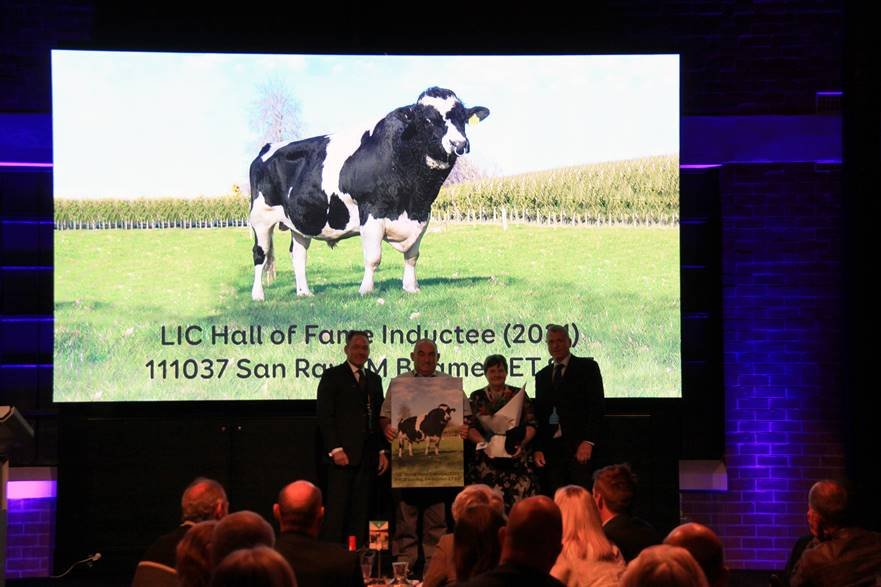 Beamer hall of fame induction Breeders Day 2021